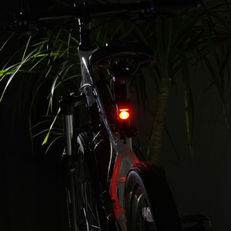 Xeccon Geinea III mini lampa rowerowa tył auto-stop USB
